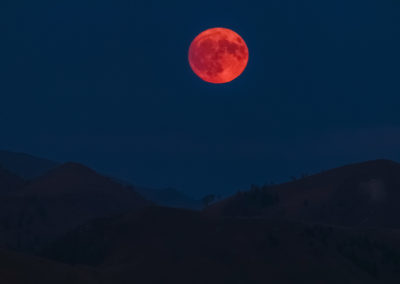Red ball / Dolomites (IT) / Daniel Tschurtschenthaler