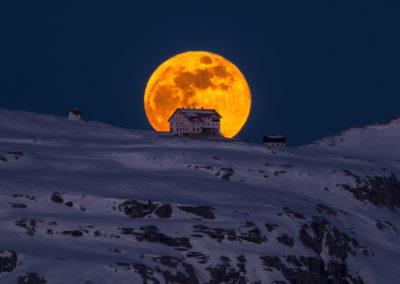 moon - fireball - mountain - moonrise - dolomites - fullmoon - crazy moment