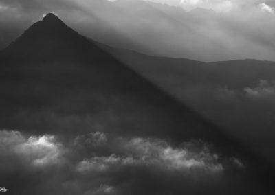 pyramid - sexten - knieberg - blach and white - mountain
